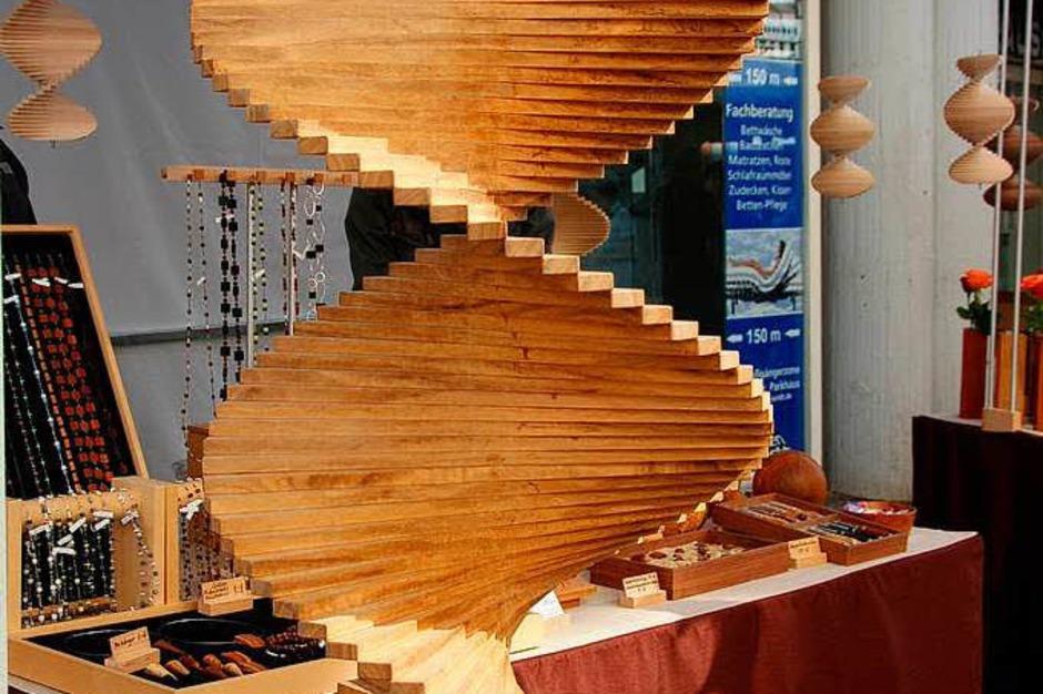 Härdepflfeschd, Handwerkskunst aus hiesigen Gewächsen und dazu gehört mittlerweile auch der Trompetenbaum. (Foto: Sylvia-Karina Jahn)