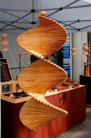 Härdepflfeschd, Handwerkskunst aus hiesigen Gewächsen und dazu gehört mittlerweile auch der Trompetenbaum.