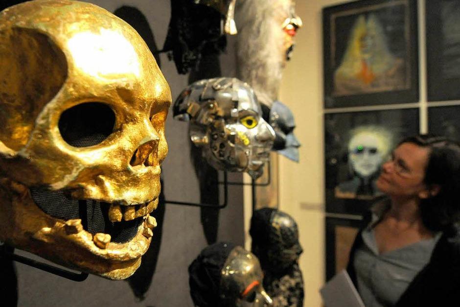 """Die Ausstellung """"In Masken geht die Zeit. Wolfgang Utzt - Theaterarbeiten"""" im Museum für Kunst und Gewerbe in Hamburg (Foto: dpa)"""