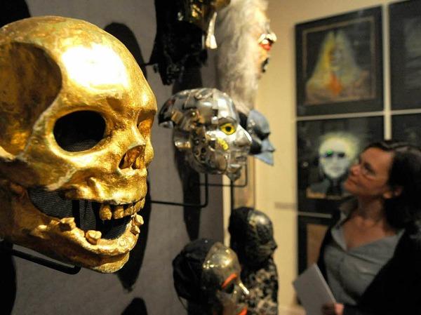 """Die Ausstellung """"In Masken geht die Zeit. Wolfgang Utzt - Theaterarbeiten"""" im Museum für Kunst und Gewerbe in Hamburg"""