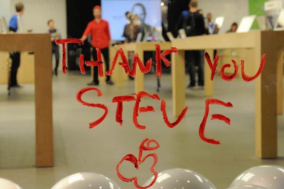 Think different! Apple-Fans trauern um Steve Jobs. (Foto: dpa)