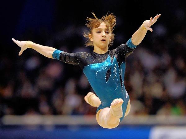 Victoria Komova (Russland) am Boden