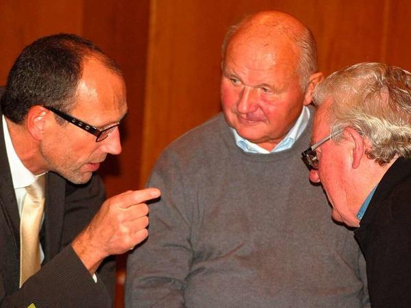Mit regem Interesse verfolgten die Bad S�ckinger B�rger mit den Kandidaten am Sonntagabend die Stimmenausz�hlung im Kursaal.