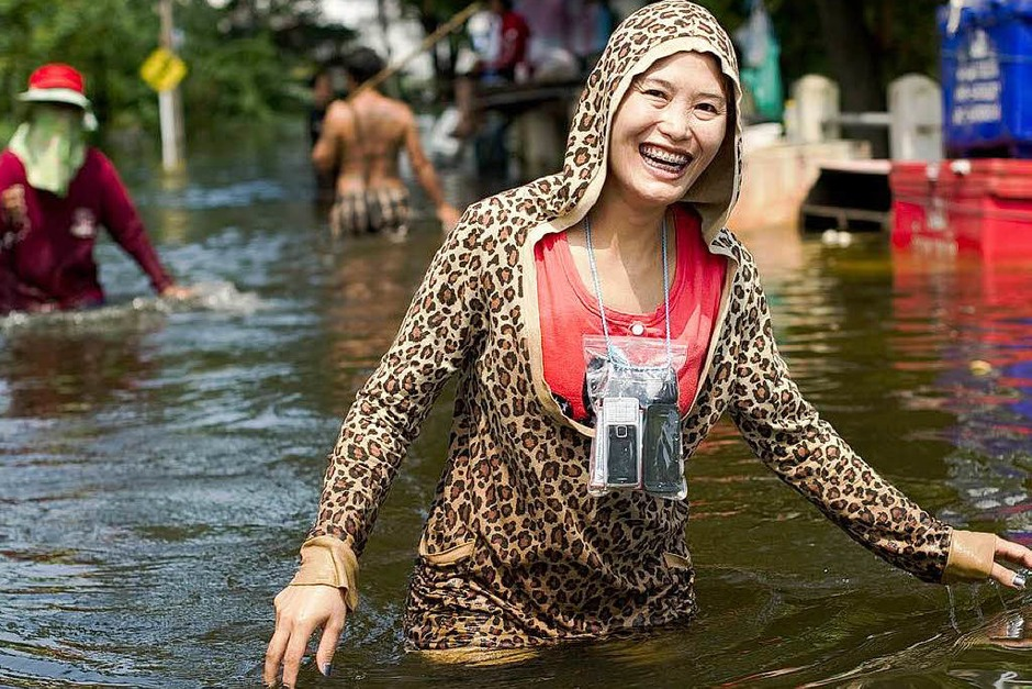 fotos hochwasser in thailand panorama fotogalerien badische zeitung. Black Bedroom Furniture Sets. Home Design Ideas