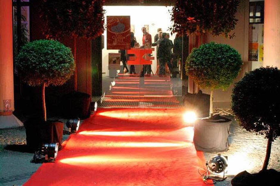 Stimmungsvolle Atmosphäre auf und vor der Bühne verzauberte die Gäste im Kurhaus beim Vita-Classica-Ball. (Foto: Hans Jürgen Kugler)