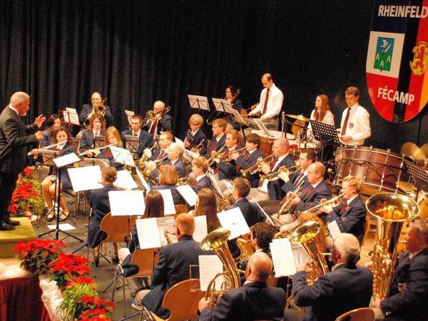 Mit sattem Sound in festlicher Atmosph�re pr�sentierte sich die Stadtmusik Rheinfelden im B�rgersaal.