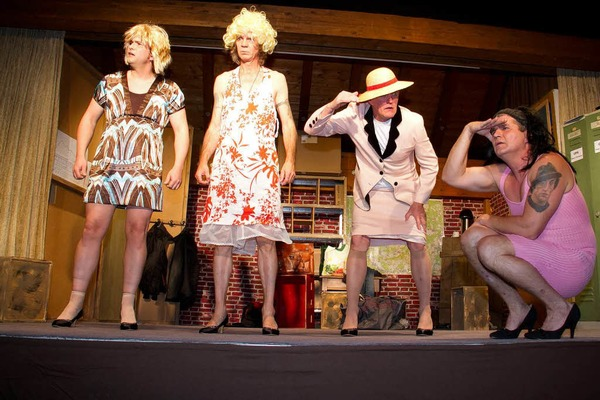 """Kellertheater Grafenhausen: Szenenbilder aus dem Stück """"Ganze Kerle"""""""
