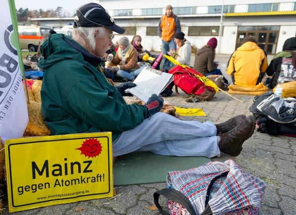 Atomkraftgener protestierten friedlich an möglichen Streckenabschnitten gegen den Atomzug