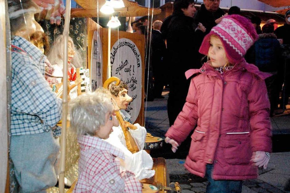 Gute Stimmung herrschte beim Weihnachtsmarkt in dr Innenstadt. Den Besuchern wurde für Augen, Ohren und Gaumen etwas geboten. (Foto: Maja Tolsdorf)