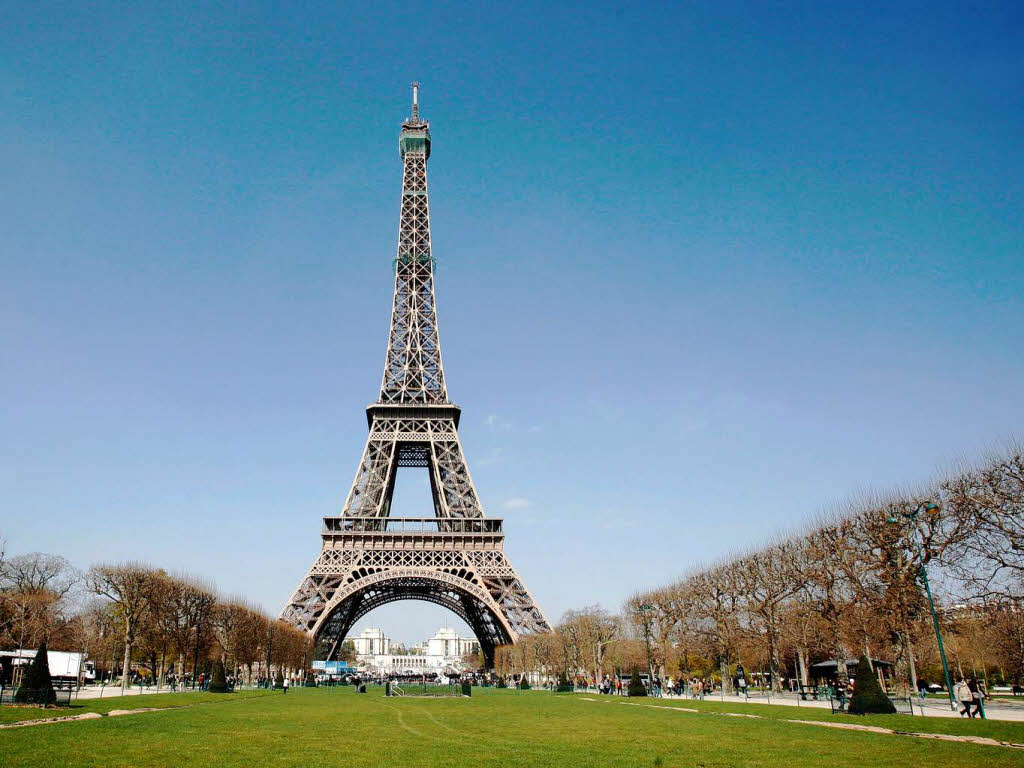 How To Tour The Eiffel Tower