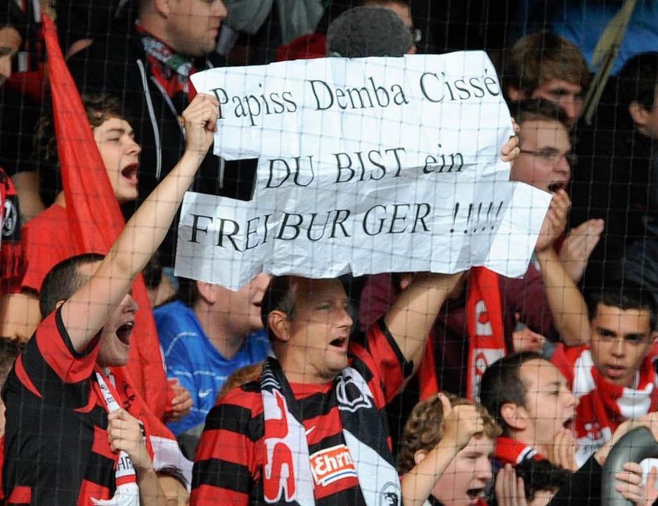 Meist sind die SC-Fans friedlich und z...g – Herz für bestimmte Spieler.   | Foto: dpa