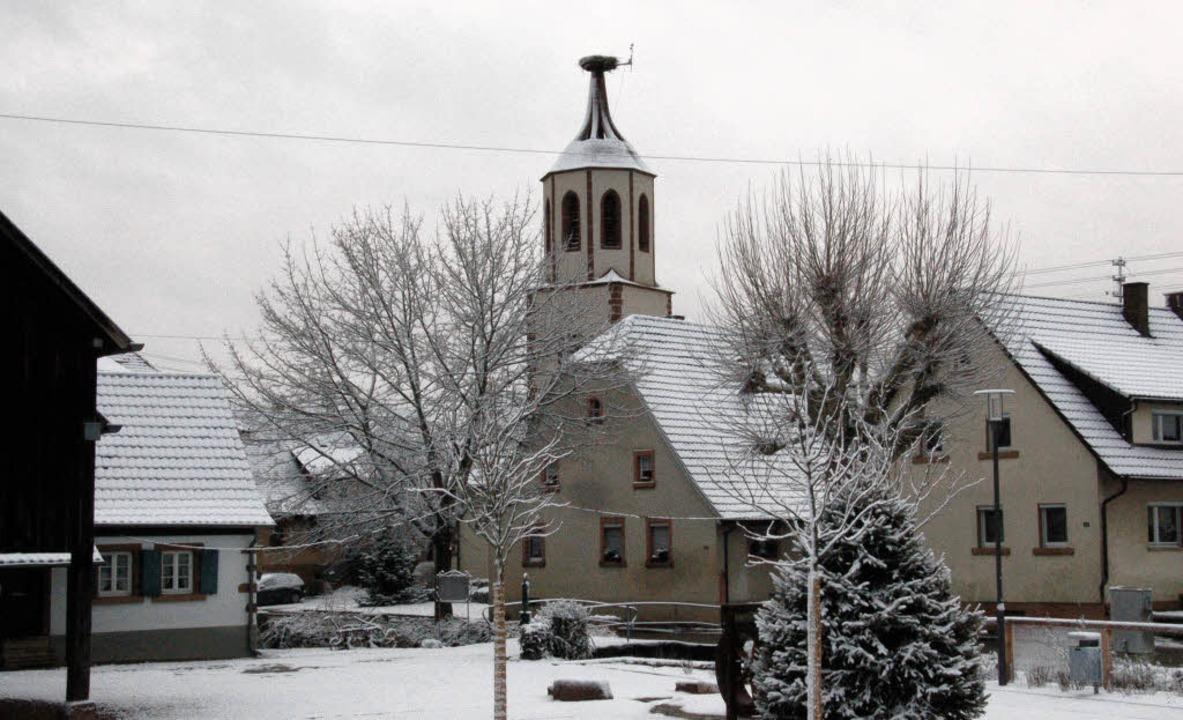 Der neue Dorfplatz vor dem Heimethues ...Woche erstmals im winterlichen Kleid.     Foto: FK
