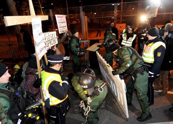 Mit einem Großaufgebot hat die Polizei die Räumung vorgenommen.