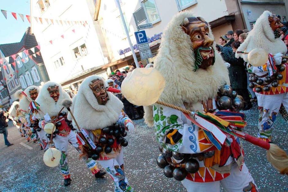 Bunter Festumzug: 15.000 Hästräger ehren den Verband Oberrheinischer Narrenzünfte. (Foto: Janos Ruf)
