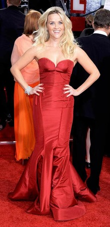 Beauty in red: Reese Witherspoon.
