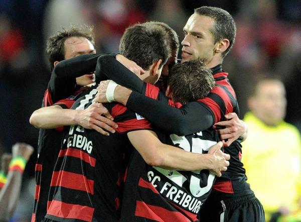 Die Freude �ber den 1:0-Endstand ist gro� beim SC Freiburg.