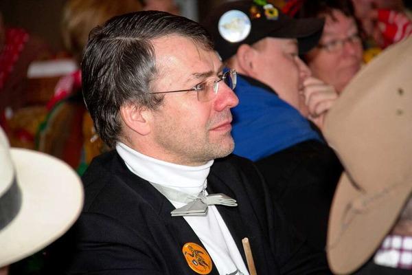 Von H�ten umrahmt: Rektor Henning Zillessen