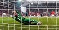 Eugen Polanski (nicht im Bild) schießt das 2:0 für Mainz. Freiburgs Torwart Baumann ahnt die Ecke, kann aber den Treffer nicht verhindern.