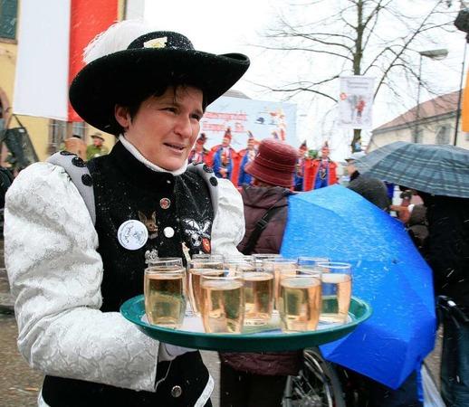 Ex-Landesministerin Tanja Gönner vor dem Narrengericht der Kappler Rhinschnooge.
