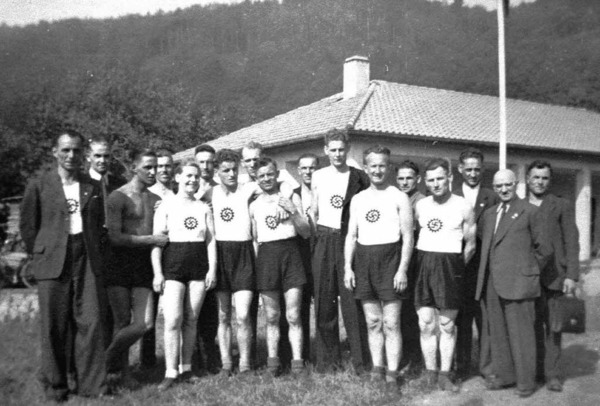 Eine Betriebssportgruppe in den Kriegsjahrenr.