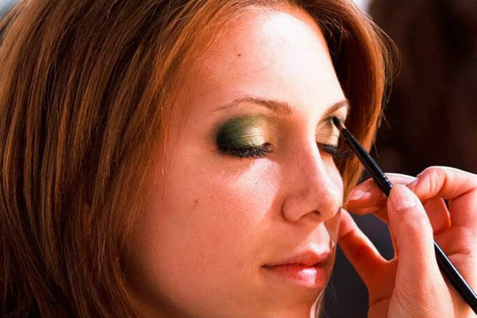 Mascara, Eyliner, am bestesn mit Langzeiteffekt... (Foto: Dominic Rock)