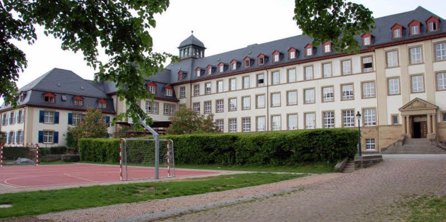 Das Clara-Schumann-Gymnasium ist in einem imposanten Gebäude untergebracht.     Foto: Archiv: Beck