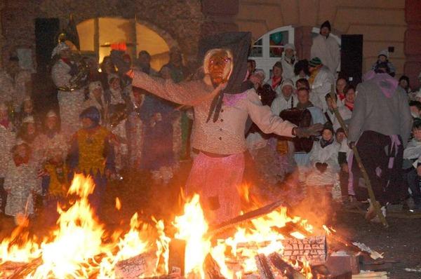 Im Feuerschein entstand in Herbolzheim ein schaurig schönes Fastnachtsvergnügen