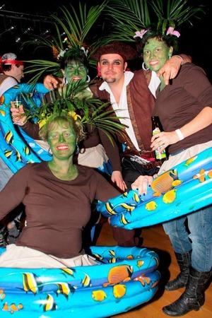 Originelle Kostüme und Riesenstimmung beim Schränzerball in Öflingen