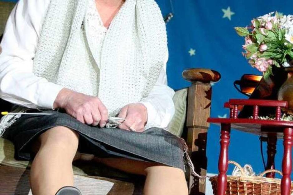 Amalia Gscheidle (Dieter Morgenthaler) plauderte beim bunten Abend in Oberrimsingen über ihr Privatleben. (Foto: Christine Aniol)