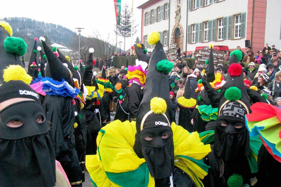 So viele Teilnehmer wie noch nie waren beim närrischen Umzug in Münstertal dabei. (Foto: ManfredLange)