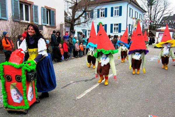 Umzug in Nordweil: Schneewittchen mit ihren tanzenden Zwergen