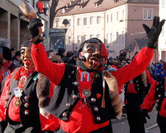 Narri! Narro! Fasnetumzug am Rosenmontag in Freiburg&lt;?ZL?&gt;