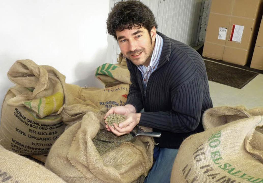 Marco Burkhart aus Jechtingen beherrscht die Kunst des Kaffeeröstens.   | Foto: Christel Hülter-hassler