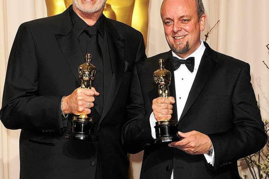 """Mark Coulier (rechts) und J. Roy Helland, ausgezeichnet mit dem Oscar für das  Makeup im Film """"The Iron Lady"""". (Foto: AFP)"""