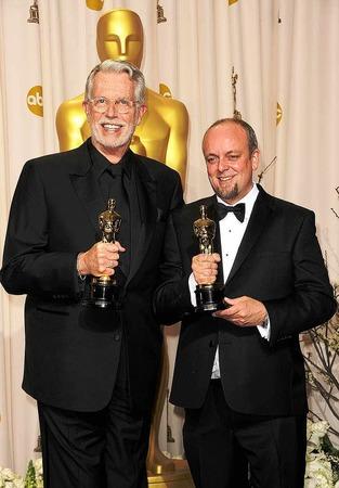 """Mark Coulier (rechts) und J. Roy Helland, ausgezeichnet mit dem Oscar für das  Makeup im Film """"The Iron Lady""""."""
