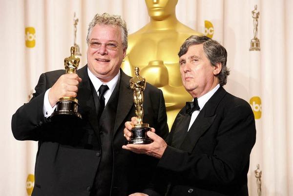 """Tom Fleischman (links) und John Midgley, Gewinner des Oscars für Soundmixing beim Film """"Hugo""""."""