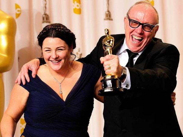 """Filmemacher  Oorlagh George und Terry George (von links) gewinnen den Oscar für ihren Kurzfilm """"The Shore""""."""