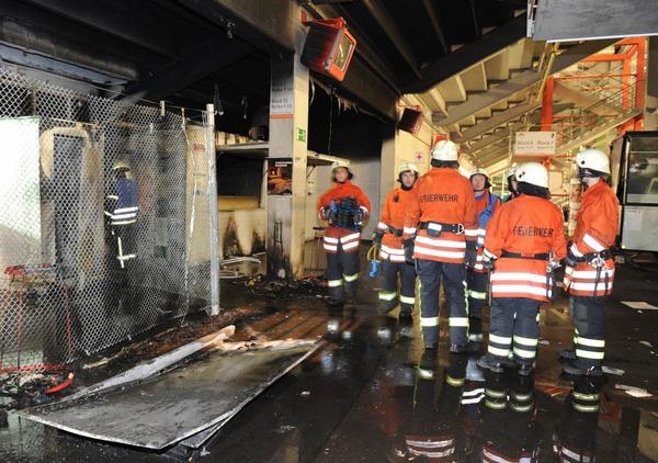 So sieht es im Mage-Solar-Stadion nach dem Brand in der Nacht aus.