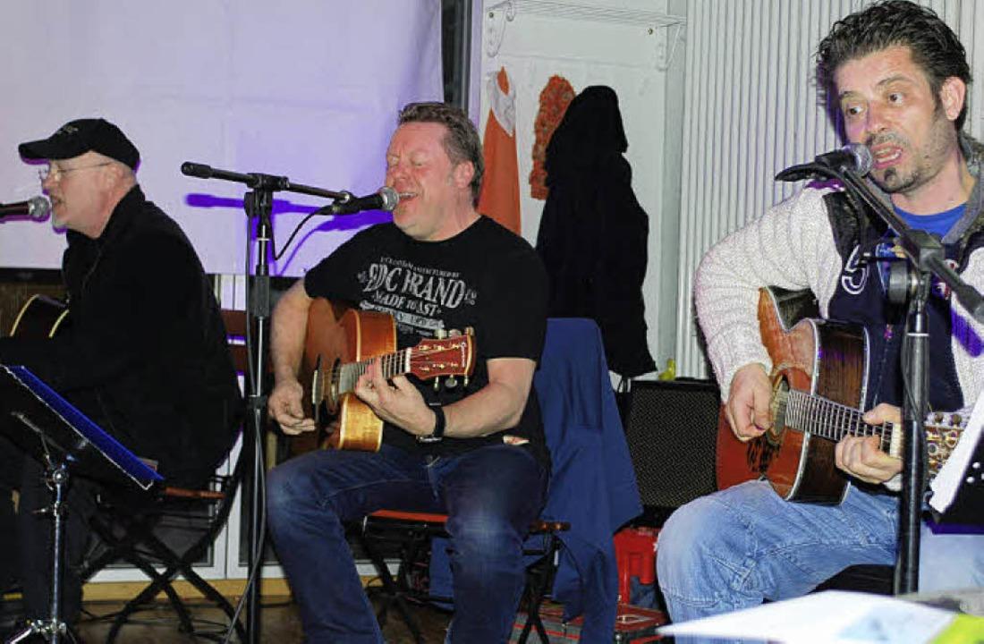 Alex Conti, Richie Arndt und Timo Gros... spielten akustischen Blues und Folk.   | Foto: Thomas Loisl Mink