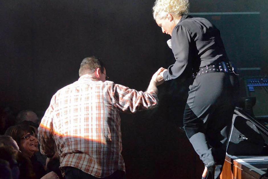 Wer wird dieses Mal der Gentleman sein, der Frau Müller von der Bühne hilft? (Foto: Hans-Peter Müller)