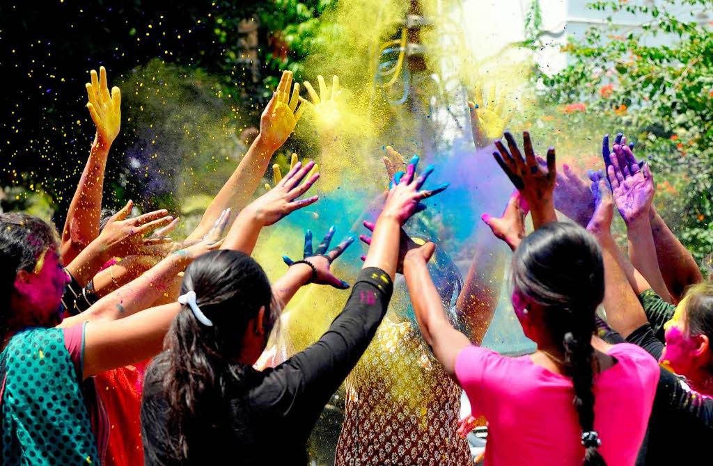 Fotos: Holi, das Farbenfest der Hindus - Panorama