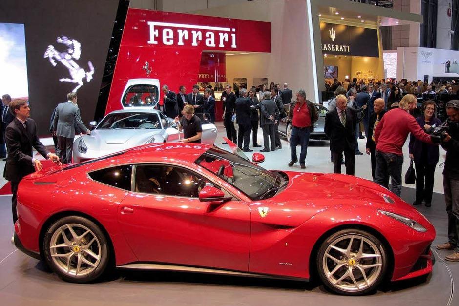 Das schnellste Straßenmodell, das Ferrari je fertigte, heißt F12berlinetta. Das Coupé leistet 544 kW/740 PS und erreicht ein Spitzentempo von mehr als 340 km/h. (Foto: dpa-tmn)