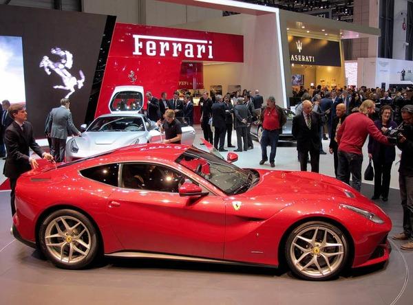 Das schnellste Straßenmodell, das Ferrari je fertigte, heißt F12berlinetta. Das Coupé leistet 544 kW/740 PS und erreicht ein Spitzentempo von mehr als 340 km/h.