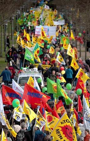 Atomkraftgegner demonstrieren  vor der Urananreicherungsanlage in Gronau f�r die sofortige Abschaltung aller Atomkraftwerke in Deutschland.