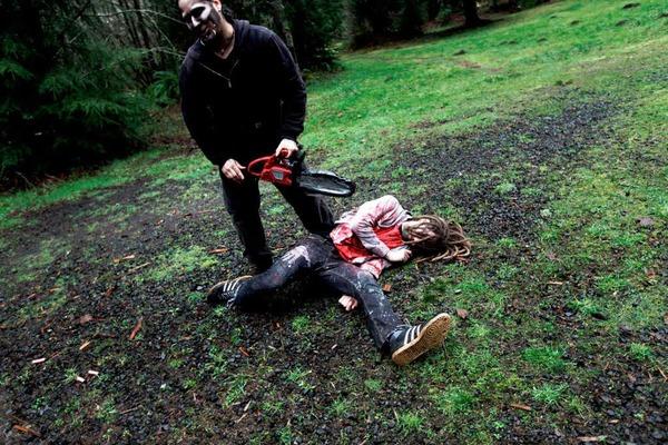 Wie den Zombie beseitigen? Da hilft nur die Kettensäge.
