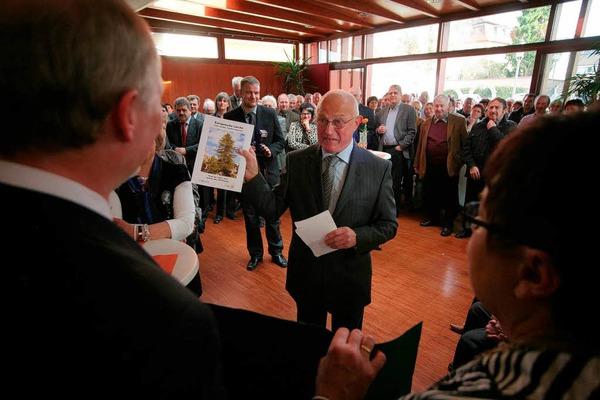 An die 200 Gäste waren zum Gemeindeempfang anlässlich des 75. Geburtstags von Altbürgermeister Eugen Götz gekommen.