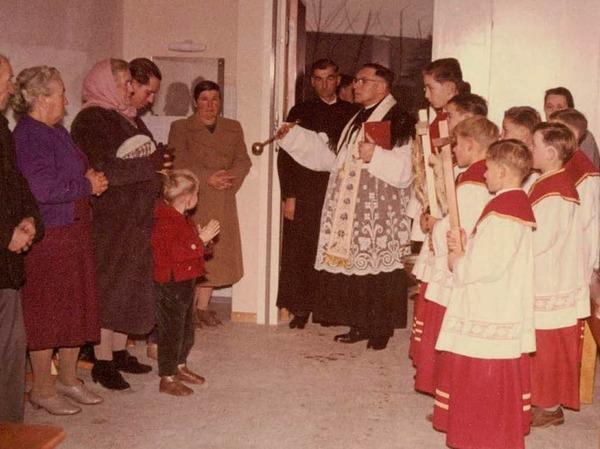 Einweihung des Schulhauses 1962, Segnung durch Pfarrer Deichelbohrer