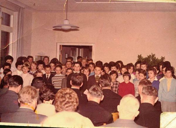 Schulchor bei der Einweihung 1962