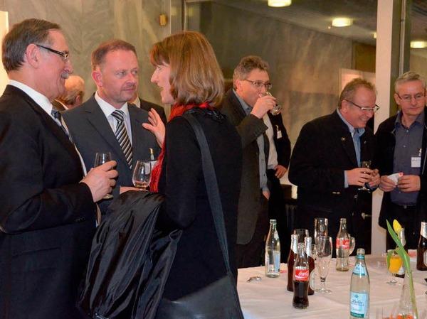 Nach den Vorträgen bestand im Rathausfoyer Gelegenheit zum Gespräch.
