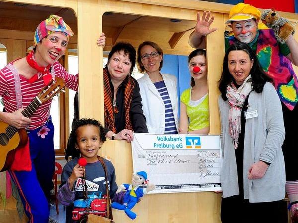 Durch eine Spende  in Höhe von 5100 Euro können die Klinikclowns drei Monate lang die Kinder in der Uni-Kinderklinik unterhalten.